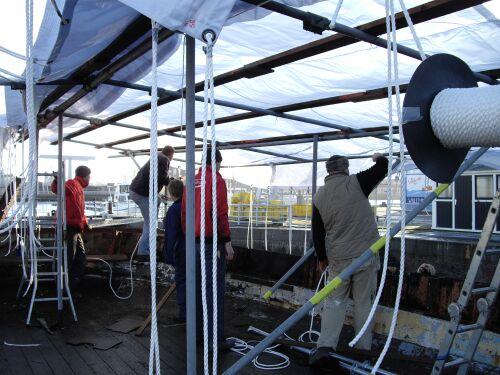 Zeilmakerij Global Sails maakt er iets moois van. Niet meer lenspompen na elke regenbui!